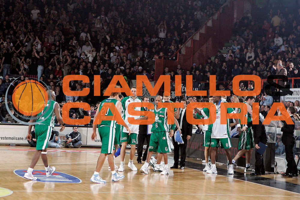 DESCRIZIONE : Caserta Lega A1 2008-09 Eldo Caserta Montepaschi Siena<br /> GIOCATORE : Team Panchina Montepaschi Siena<br /> SQUADRA : Montepaschi Siena<br /> EVENTO : Campionato Lega A1 2008-2009 <br /> GARA : Eldo Caserta Montepaschi Siena<br /> DATA : 28/12/2008 <br /> CATEGORIA : Esultanza<br /> SPORT : Pallacanestro <br /> AUTORE : Agenzia Ciamillo-Castoria/A.De Lise