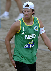 24-08-2006: VOLLEYBAL: NESTEA EUROPEAN CHAMPIONSHIP BEACHVOLLEYBALL: SCHEVENINGEN<br /> Jochem de Gruijter<br /> ©2006-WWW.FOTOHOOGENDOORN.NL