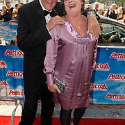 NLD/Amsterdam/20101003 - Premiere musical Petticoat, Catherine Keyl en partner Peter Hawthorne