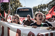 Roma, Lazio, Italia, 13/09/2010<br /> Sit-in di studenti e precari della scuola davanti al Ministero dell'Istruzione, dell'Universit&agrave; e della Ricerca per protestare contro i tagli alla cultura. <br /> <br /> Rome, Lazio, Italy, 13/09/2010<br /> Sit-in organized by students and temporary employees of school in front of the Ministry of Education, University and Research, to protest against cuts to culture system.