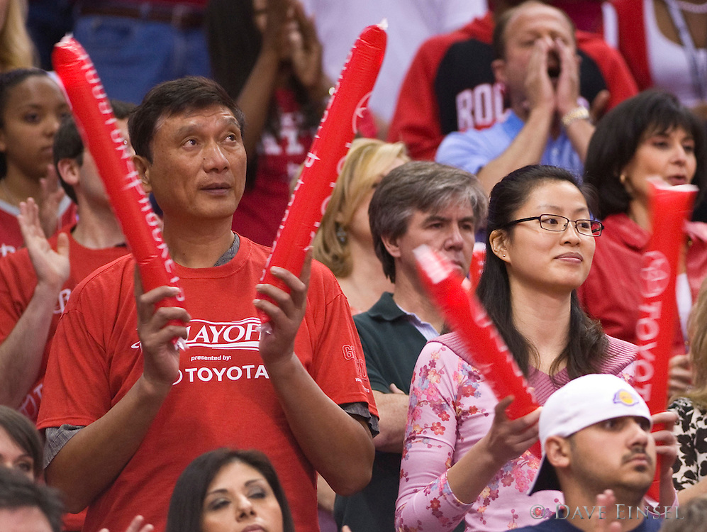 Yao Zhiyuan (L), father of Houston Rockets' Yao Ming and Ye Li, wife of Yao Ming, watch the pre-game action of the Rockets NBA Western Conference Semifinal Playoff game against the Los Angeles Lakers at the Toyota Center in Houston, Texas, USA, 8 May 2009.