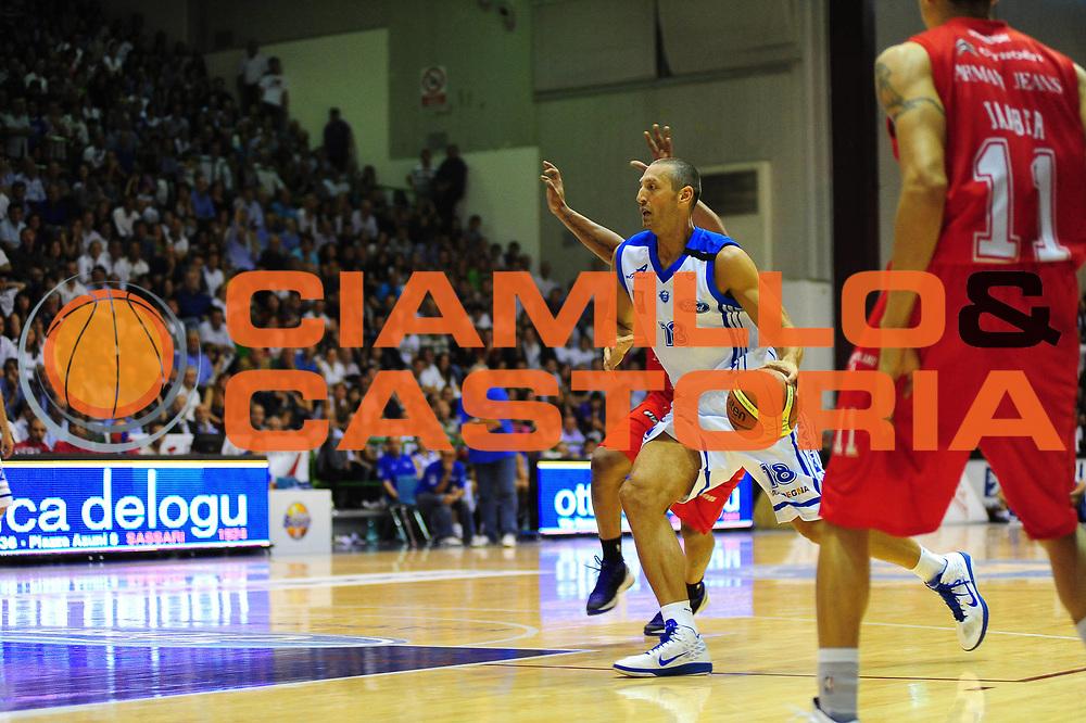 DESCRIZIONE : SASSARI LEGA A 2010-11 Dinamo Sassari Armani Jeans Milano<br /> GIOCATORE : Manuel Vanuzzo<br /> SQUADRA : Dinamo Sassari Armani Jeans Milano<br /> EVENTO : CAMPIONATO LEGA A 2010-2011 <br /> GARA : Dinamo Sassari Armani Jeans Milano<br /> DATA : 22/05/2011<br /> CATEGORIA : Palleggio<br /> SPORT : Pallacanestro <br /> AUTORE : Agenzia Ciamillo-Castoria/M.Turrini<br /> Galleria : Lega Basket A 2010-2011  <br /> Fotonotizia : SASSARI LEGA A 2010-11Dinamo Sassari Armani Jeans Milano<br /> Predefinita :