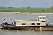 Nederland, Waal, 7-5-2013Druk verkeer van binnenvaartschepen op de waal, rijn, vooral op en neer het duitse ruhrgebied en de haven van rotterdam. Een schip uit Tsjechie.Foto: Flip Franssen/Hollandse Hoogte