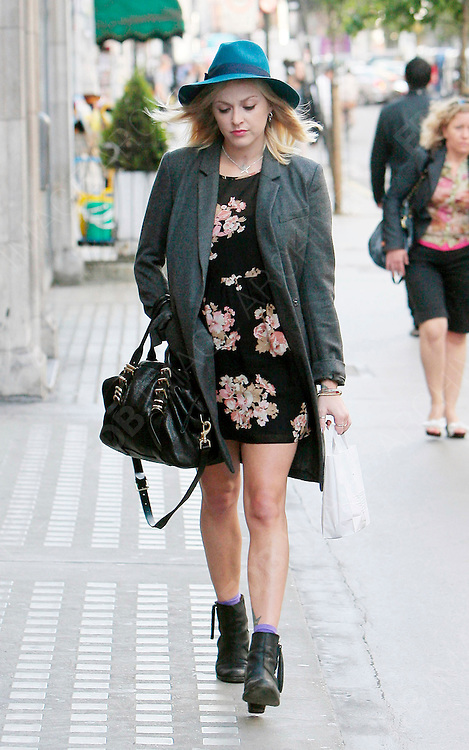 11.SEPTEMBER.2012. LONDON<br /> <br /> FEARNE COTTON ARRIVING AT THE BBC RADIO 1 STUDIOS.<br /> <br /> BYLINE: EDBIMAGEARCHIVE.CO.UK<br /> <br /> *THIS IMAGE IS STRICTLY FOR UK NEWSPAPERS AND MAGAZINES ONLY*<br /> *FOR WORLD WIDE SALES AND WEB USE PLEASE CONTACT EDBIMAGEARCHIVE - 0208 954 5968*