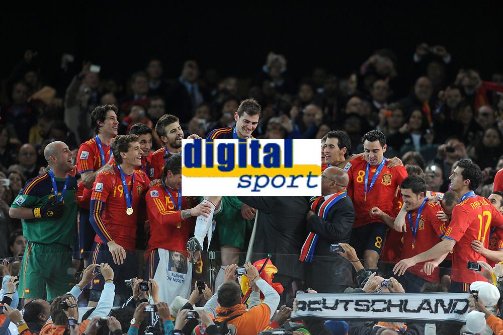 FOOTBALL - FIFA WORLD CUP 2010 - FINAL - NETHERLANDS v SPAIN - 11/07/2010 - PHOTO FRANCK FAUGERE / DPPI - CELEBRATION SPAIN AFTER WINNING THE WORLD CUP TROPHY