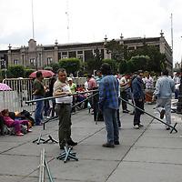 Toluca, México.- Maestros de la Universidad del Pueblo Trabajador de Nezahualcóyotl (UPTN)  instalaron un campamento a las afueras de Palacio de Gobierno, exigiendo no sea aprobada la ley que autoriza a la Secretaria de Educación a diseñar el Reglamento para aplicar las auditorias, revisiones e inspecciones a los servicios educativos.  Agencia MVT / Crisanta Espinosa