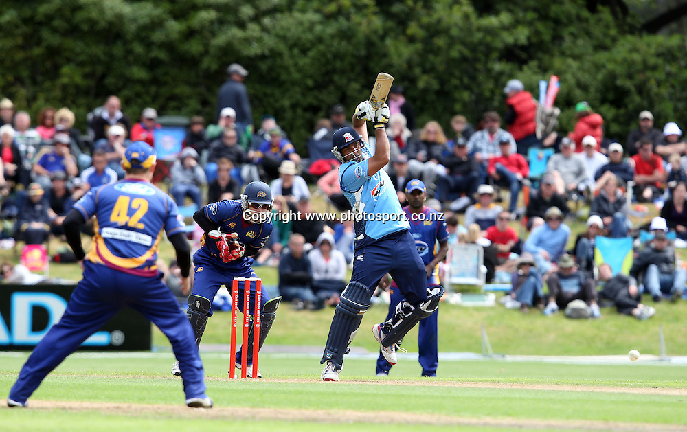 Azhar Mahmood in action for the Aces.<br /> Twenty20 Cricket - HRV Cup, Otago Volts v Auckland Aces, 15 January 2012, University Oval, Dunedin, New Zealand.<br /> Photo: Rob Jefferies / photosport.co.nz