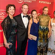 NLD/Amsterdam/20161221 - NOC*NSF Sportgala 2016, Celine van Gerner, Lieke en Sanne Wevers en haar hun ouders