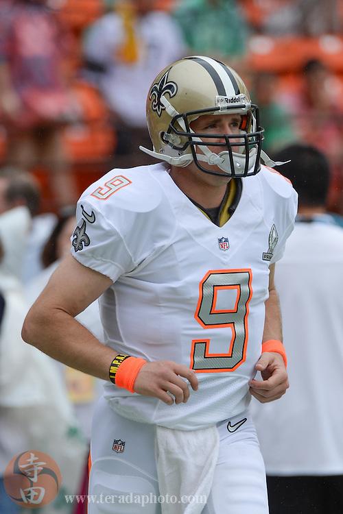 January 26, 2014; Honolulu, HI, USA; Team Rice quarterback Drew Brees of the New Orleans Saints (9) warms up before the 2014 Pro Bowl at Aloha Stadium.