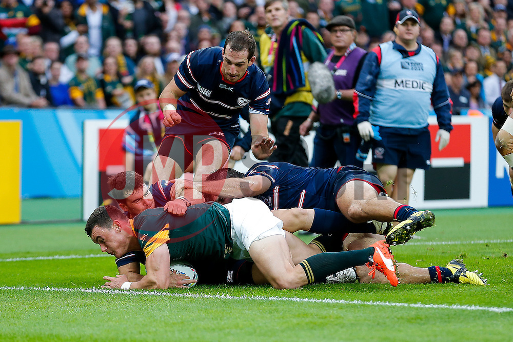 South Africa Outside Centre Jesse Kriel is tackled short of the tryline by USA Scrum-Half Niku Kruger - Mandatory byline: Rogan Thomson/JMP - 07966 386802 - 07/10/2015 - RUGBY UNION - The Stadium, Queen Elizabeth Olympic Park - London, England - South Africa v USA - Rugby World Cup 2015 Pool B.