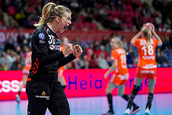 06-12-2019 JAP: Norway - Netherlands, Kumamoto<br /> Last match groep A at 24th IHF Women's Handball World Championship. / The Dutch handball players won in an exciting game of fear gegner Norway and wrote in the last group match at the World Handball  World Championship history (30-28). / Tess Wester #33 of Netherlands