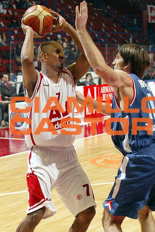 DESCRIZIONE : Milano Eurolega 2005-06 Armani Jeans Milano Cibona Zagabria <br />GIOCATORE : Shumpert<br />SQUADRA : Armani Jeans Milano<br />EVENTO : Eurolega 2005-2006<br />GARA : Armani Jeans Milano Cibona Zagabria<br />DATA : 18/01/2006<br />CATEGORIA : Passaggio<br />SPORT : Pallacanestro<br />AUTORE : Agenzia Ciamillo-Castoria/S.Ceretti