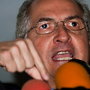 PRESS CONFERENCE OF LEADERS OF THE OPPOSITION / RUEDA DE PRENSA DE LIDERES DE LA OPOSICION<br /> Antonio Ledezma, Alcalde Metropolitano de Caracas.<br /> Photography by Aaron Sosa<br /> Caracas - Venezuela 2010<br /> (Copyright © Aaron Sosa)