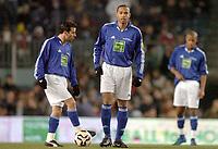 Fotball<br /> Veldedighetskamp for ofrene etter tsunamien i Asia<br /> Football for hope<br /> 15. februar 2005<br /> Nou Camp - Barcelona<br /> Foto: Digitalsport<br /> NORWAY ONLY<br /> LUDOVIC GIULY / THIERRY HENRY (CHE)