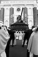 I riti della Settimana Santa a Taranto, rientro delle statue portate in processione.