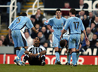 Fotball<br /> FA-cup 2005<br /> Newcastle v Coventry<br /> 29. januar 2005<br /> Foto: Digitalsport<br /> NORWAY ONLY<br /> Newcastle's Patrick Kluivert finds himself the focus of Coventry attention