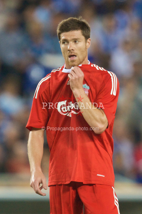 BARCELONA, SPAIN - Sunday, August 2, 2009: Making possibly his last appearance for the Reds... Liverpool's Xabi Alonso in action against RCD Espanyol de Barcelona during a preseason friendly at the Estadi Cornella-El Prat. (Pic by David Rawcliffe/Propaganda)