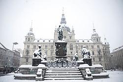 07.02.2018, Innenstadt, Graz, AUT, Schnee in Graz, im Bild die eingeschneite Statue des Erzherzog Johann Brunnens vor dem Rathaus am 7. Februar 2018, EXPA Pictures © 2018, PhotoCredit: EXPA/ Erwin Scheriau