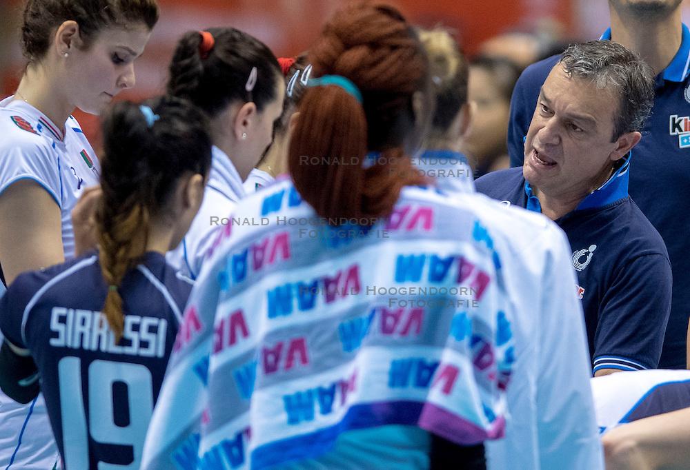 17-05-2016 JAP: OKT Dominicaanse Republiek - Italie, Tokio<br /> Italië verslaat Dominicaanse Republiek  met 3-0 / Coach Marco Bonitta ITA