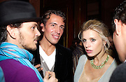 Matthew Williamson, Joseph Allosa and Laura Bailey. The Vogue List, celebrated by Vogue and Motorola. 33 Portland Place. 3 November 2004. ONE TIME USE ONLY - DO NOT ARCHIVE  © Copyright Photograph by Dafydd Jones 66 Stockwell Park Rd. London SW9 0DA Tel 020 7733 0108 www.dafjones.com