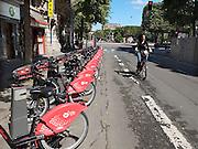 Frankrijk, Lille, 18-8-2013Lille ligt in een sterk de verarmde regio noordwest. Het is de hoofdstad van Frans Vlaanderen, van de regio Nord Pas de Calais en van het Noorder departement. Overal in de stad kan met een abbonnement een fiets gebruikt worden. Fietsen,vervoer,stad,stadsvervoer,mobiliteitFoto: Flip Franssen/Hollandse Hoogte