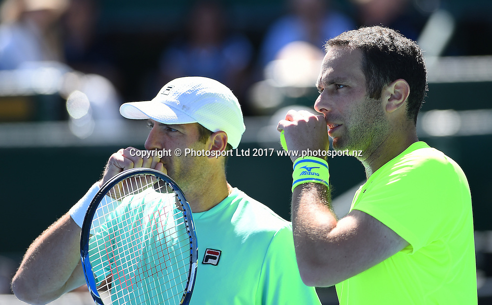 Jonathan Erlich and Scott Lipsky during the ASB Classic ATP Mens Tournament Day 5 Semi Finals. ASB Tennis Centre, Auckland, New Zealand. Friday 13 January 2017. ©Copyright Photo: Chris Symes / www.photosport.nz