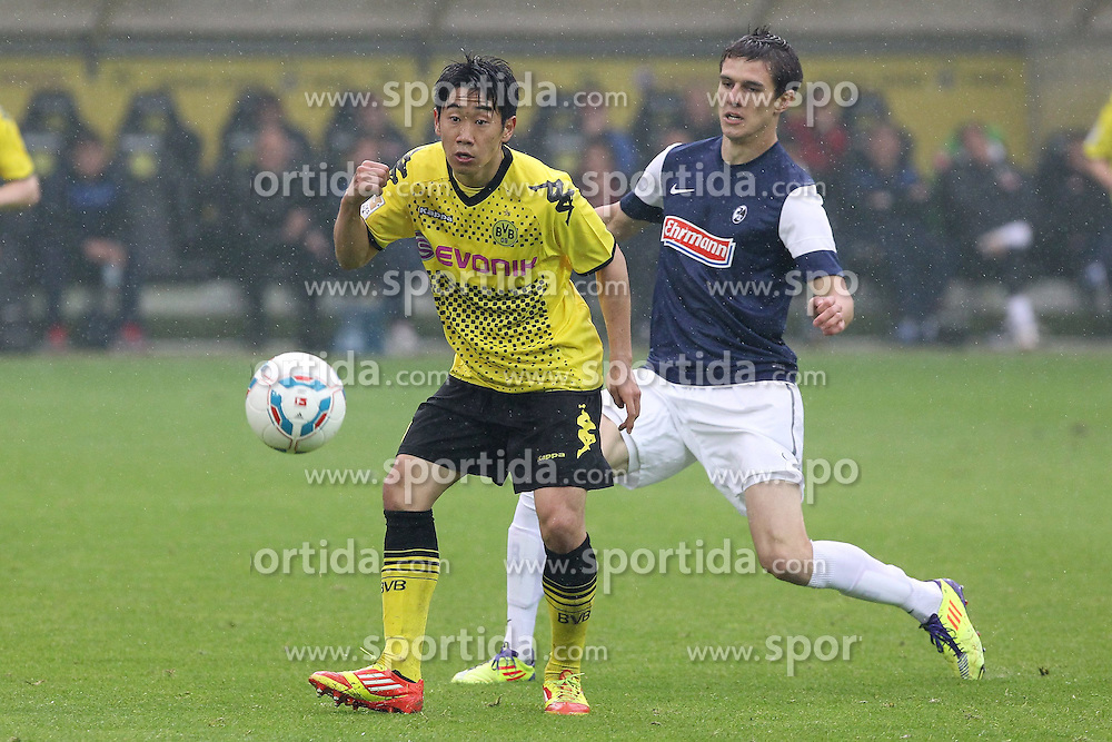 05.05.2012, Signal Iduna Park, Dortmund, GER, Borussia Dortmund vs SC Freiburg, 34. Spieltag, im Bild Shinji KAGAWA (Borussia Dortmund) spielt den Ball vor Johannes FLUM (SC Freiburg), Aktion/ Action // during the German Bundesliga Match, 34th Round between Borussia Dortmund and SC Freiburg at the Signal Iduna Park, Dortmund, Germany on 2012/05/05. EXPA Pictures © 2012, PhotoCredit: EXPA/ Eibner/ ATTENTION - OUT OF GER *****