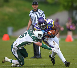 17.05.2015, Hohe Warte, Wien, AUT, BIG6, AFC Vienna Vikings vs Schwaebisch Hall Unicorns, im Bild Cody Pastorino (Schwaebisch Hall Unicorns) und Islaam Amadu (AFC Vienna Vikings, RB, #20) // during the BIG6 game between AFC Vienna Vikings vs Schwaebisch Hall Unicorns at the Hohe Warte, Wien, Austria on 2015/05/17. EXPA Pictures © 2015, PhotoCredit: EXPA/ Thomas Haumer