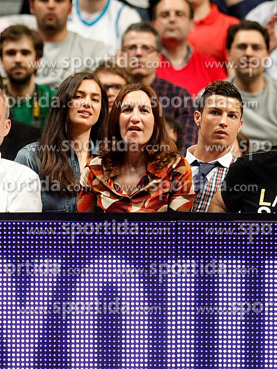 20.03.2014, Palacio de los Deportes, Madrid, ESP, Basketball EL, Real Madrid vs CSKA Moskau, Gruppe F, im Bild Real Madrid's Cristiano Ronaldo with his girlfriend the russian model Irina Shayk // Real Madrid's Cristiano Ronaldo with his girlfriend the russian model Irina Shayk during the group F Basketball Euroleague between Real Madrid and CSKA Moscow at the Palacio de los Deportes in Madrid, Spain on 2014/03/20. EXPA Pictures © 2014, PhotoCredit: EXPA/ Alterphotos/ Acero<br /> <br /> *****ATTENTION - OUT of ESP, SUI*****