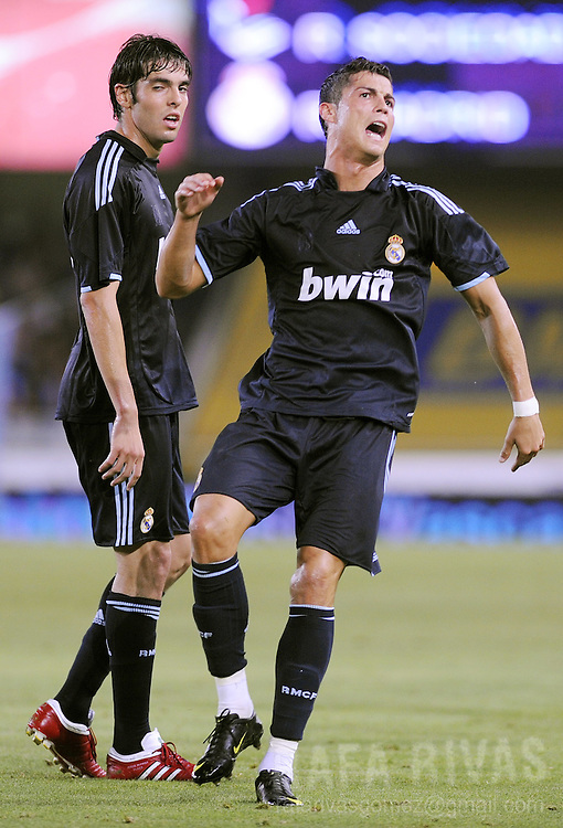 Real Madrid's Kaka (L) and Cristiano Ronaldo (R) react after missing a goal during a football friendly match against Real Sociedad to celebrate Real Sociedad's 100th anniversary, on August 15, 2009, at Anoeta stadium in San Sebastian. PHOTO/Rafa Rivas
