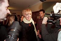 12 JAN 2001, WOERLITZ/GERMANY:<br /> Claudia Roth, MdB, B90/Gruene, Klausurtagung der Bundestagsfraktion Buendnis 90 / Die Gruenen<br /> IMAGE: 20010112-01/01-11<br /> KEYWORDS: Klausur, Grüne, Journalist, Kamera, Camera
