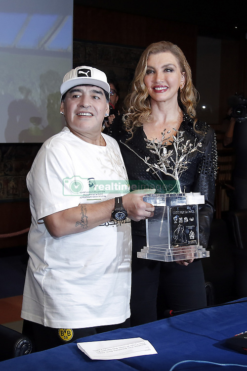 Diego Armando Maradona und Milly Carlucci bei einer Pressekonferenz zum Benefiz-Fussball-Event Spiel f¸r den Frieden am 12. Oktober 2016 in Rom / 101016<br /> <br /> ***Match of Peace: United For Peace' photocall, Rome, Italy on october 10, 2016***
