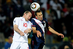 12.06.2010, Royal Bafokeng Stadium, Rustenburg, RSA, FIFA WM 2010, England (ENG) vs USA (USA), im Bild Steve Cherundolo (USA) e Wayne Rooney (Inghilterra).. EXPA Pictures © 2010, PhotoCredit: EXPA/ InsideFoto/ Giorgio Perottino / SPORTIDA PHOTO AGENCY