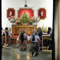 Santiago de Atitlan, Guatemala 25 May 2008<br /> A group of women praying in the Church of Santiago de  Atitlan. <br /> Photo: Ezequiel Scagnetti