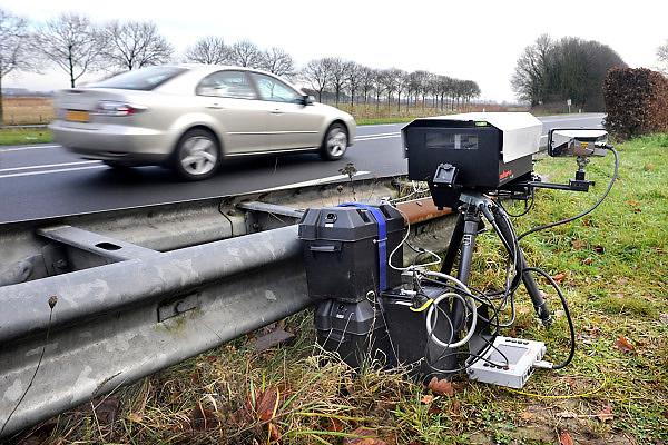 Nederland, Ubbergen, 2-12-2013Politie houdt snelheidscontrole met camera.Foto: Flip Franssen/Hollandse Hoogte