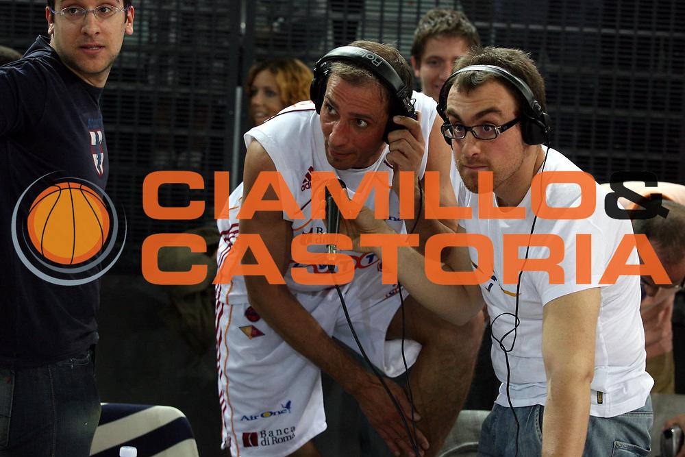 DESCRIZIONE : Roma Lega A1 2006-07 Playoff Quarti di Finale Gara 3 Lottomatica Virtus Roma Eldo Napoli<br />GIOCATORE : Alessandro Tonolli Francesco Carotti<br />SQUADRA : Lottomatica Virtus Roma<br />EVENTO : Campionato Lega A1 2006-2007 Playoff Quarti di Finale Gara 3 <br />GARA : Lottomatica Virtus Roma Eldo Napoli<br />DATA : 22/05/2007 <br />CATEGORIA : Ritratto<br />SPORT : Pallacanestro <br />AUTORE : Agenzia Ciamillo-Castoria/G.Ciamillo