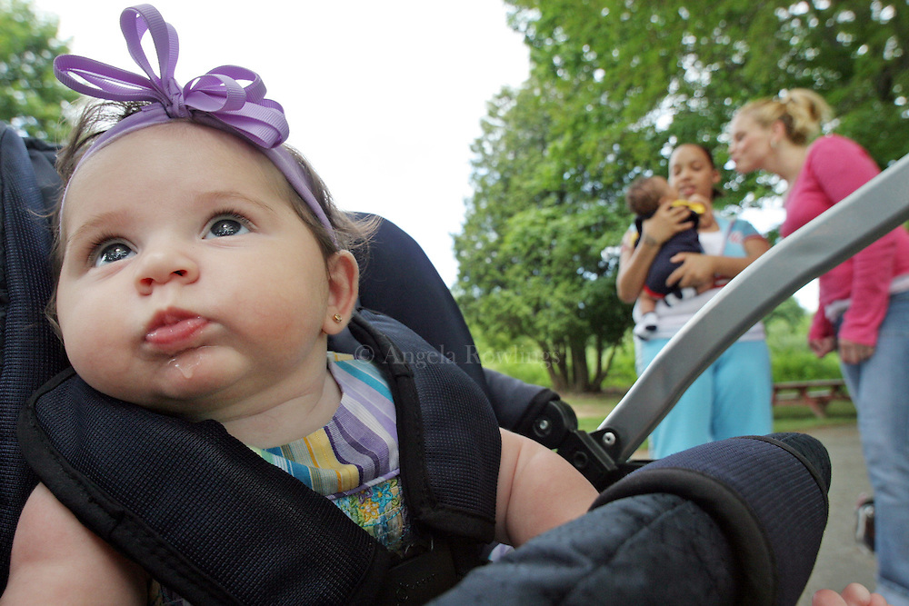 07/20/06 Westboro, MA-- Bella, 3 months, keeps herself entertained while mom Bridget talks with Brandy and Malachi.  (072006bridgetar07, saved in adv news, Staff Photo by Angela Rowlings)
