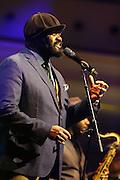 Ludwigshafen. 21.11.16 BASF Feierabendhaus. Konzert mit Gregory Porter.<br /> Er ist ein US-amerikanischer Sänger und Komponist des Jazz mit Einflüssen von Soul, Gospel und Rhythm & Blues.<br /> <br /> Porters Markenzeichen ist eine dunkle Ballonmütze über einem Schlauchschal, der den gesamten Kopf, mit Ausnahme des Gesichtes, verhüllt.<br /> <br /> <br /> Bild: Markus Prosswitz 21NOV16 / masterpress (Bild ist honorarpflichtig - No Model Release!)