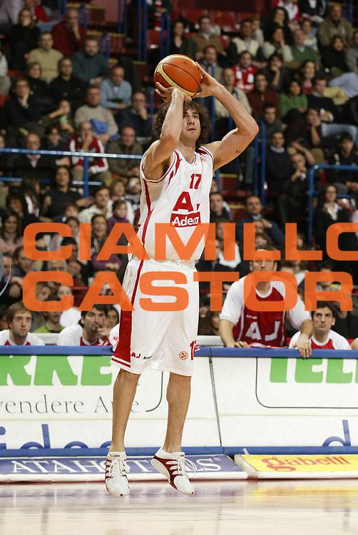 DESCRIZIONE : Milano Eurolega 2005-06 Armani Jeans Milano Winterthur Barcellona<br /> GIOCATORE : Calabria<br /> SQUADRA : Armani Jeans Milano<br /> EVENTO : Eurolega 2005-2006<br /> GARA : Armani Jeans Milano Winterthur Barcellona<br /> DATA : 08/12/2005<br /> CATEGORIA : Tiro<br /> SPORT : Pallacanestro<br /> AUTORE : Agenzia Ciamillo-Castoria/G.Cottini