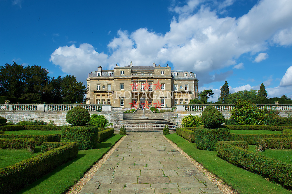 LONDON, ENGLAND - Monday, September 5, 2011: Luton Hoo Hotel. (Pic by David Rawcliffe/Propaganda)