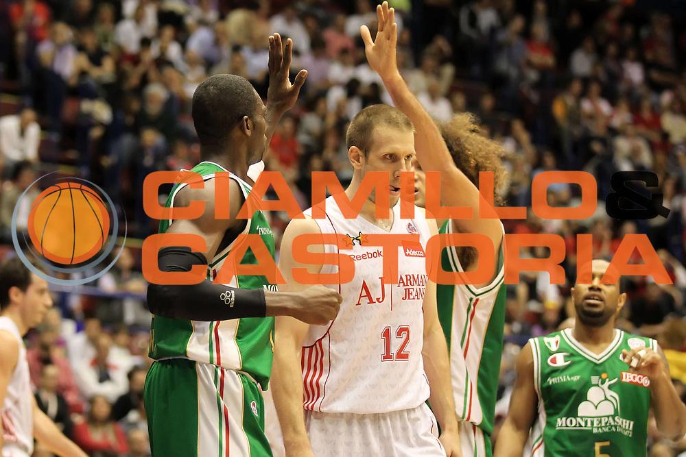 DESCRIZIONE : Milano Lega A 2009-10 Playoff Finale Gara 4 Armani Jeans Milano Montepaschi Siena<br /> GIOCATORE : Romain Sato Shaun Stonerook<br /> SQUADRA : Montepaschi Siena<br /> EVENTO : Campionato Lega A 2009-2010 <br /> GARA : Armani Jeans Milano Montepaschi Siena<br /> DATA : 19/06/2010<br /> CATEGORIA : esultanza<br /> SPORT : Pallacanestro <br /> AUTORE : Agenzia Ciamillo-Castoria/ElioCastoria<br /> Galleria : Lega Basket A 2009-2010 <br /> Fotonotizia : Milano Lega A 2009-10 Playoff Finale Gara 4 Armani Jeans Milano Montepaschi Siena<br /> Predefinita :