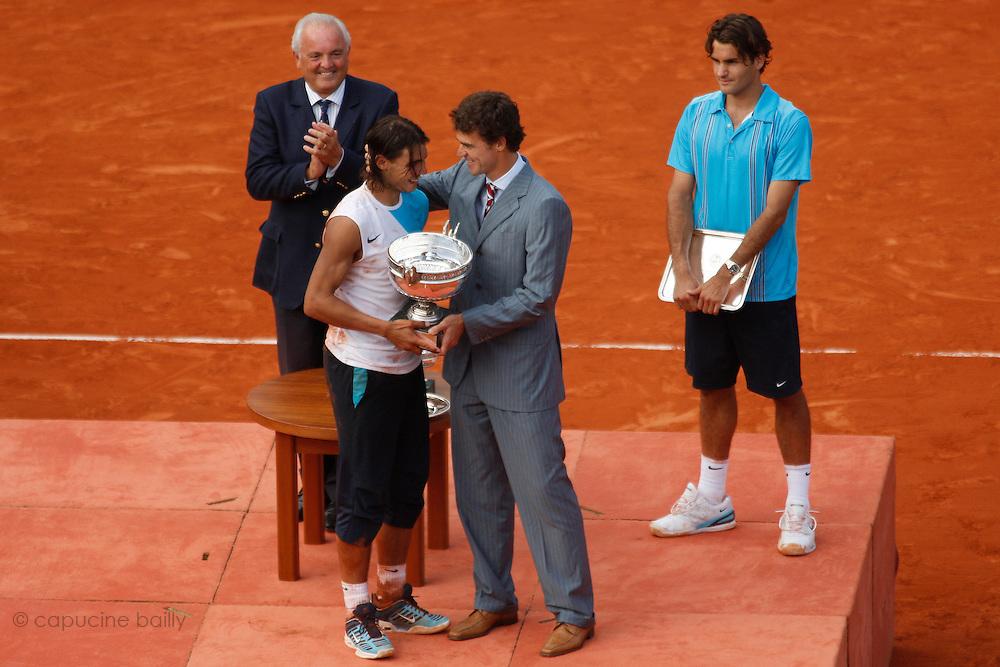 Roland Garros. Paris, France. June 10th 2007..Men's Final..Rafael NADAL won against Roger FEDERER..From left to right: Christian BÎMES, Rafael Nadal, Gustavo KUERTEN, Roger FEDERER..