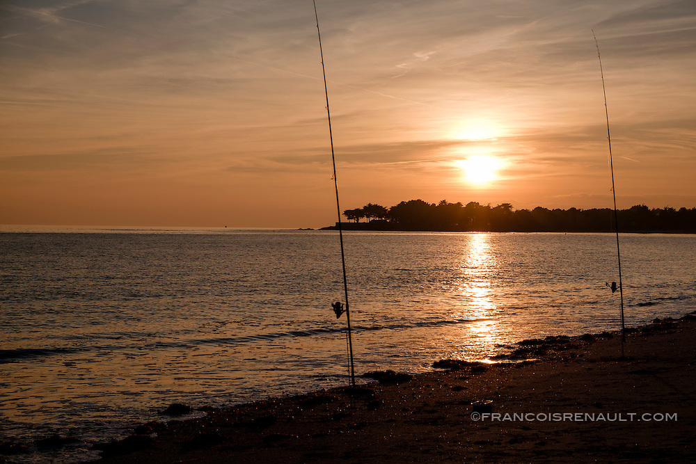 Coucher de soleil sur la plage de Suscinio, presqu'ile de Rhuys, Bretagne, France. Cette plage s'étend sur 3 kms jusqu'à la pointe de Penvins.