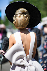 © Licensed to London News Pictures. 21/06/2018. London, UK. Detail of a Racegoers hair and hat at Ladies Day at Royal Ascot at Ascot racecourse in Berkshire, on June 21, 2018. The 5 day showcase event, which is one of the highlights of the racing calendar, has been held at the famous Berkshire course since 1711 and tradition is a hallmark of the meeting. Top hats and tails remain compulsory in parts of the course. Photo credit: Ben Cawthra/LNP