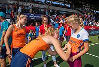 AMSTELVEEN - Fan of the match, met Kyra Fortuin (Ned) en Yibbi Jansen (Ned)     de Pro League hockeywedstrijd dames, Nederland-Australie (3-1) COPYRIGHT  KOEN SUYK