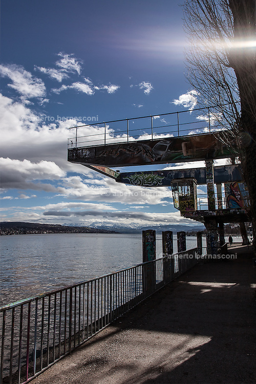 Switzerland, Zurich: walking along the lake