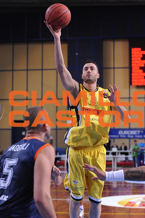 DESCRIZIONE : Bari Lega A2 2011-12 Toys&amp;More Final Four Coppa Italia Semifinale Givova Scafati Fileni BPA Jesi<br /> GIOCATORE : Andrea Ghiacci<br /> CATEGORIA : tiro<br /> SQUADRA : Givova Scafati <br /> EVENTO : Campionato Lega A2 2011-2012<br /> GARA : Givova Scafati Fileni BPA Jesi<br /> DATA : 03/03/2012<br /> SPORT : Pallacanestro<br /> AUTORE : Agenzia Ciamillo-Castoria/M.Marchi<br /> Galleria : Lega Basket A2 2011-2012  <br /> Fotonotizia : Bari Lega A2 2010-11 Toys&amp;More Final Four Coppa Italia Semifinale Givova Scafati Fileni BPA Jesi<br /> Predefinita :