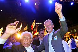 O candidato à reeleição pelo PDT em Porto Alegre, José Fortunati com o ex-governador Alceu Collares durante o comício da vitória, no Largo Glênio Perez, em Porto Alegre. FOTO: Jefferson Bernardes/Preview.com