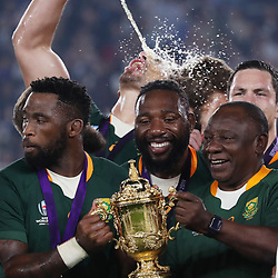 Siya Kolisi (c) with Tendai Mtawarira and Cyril Ramaphosa President of the African National Congress. President of the Republic of South Africa during the Rugby World Cup Final match between South Africa Springboks and England Rugby World Cup Final at the International Stadium Yokohama  Japan.Saturday 02 November 2019. (Mandatory Byline -Credit: Sportpix - Kevin Booth Steve Haag Sports)