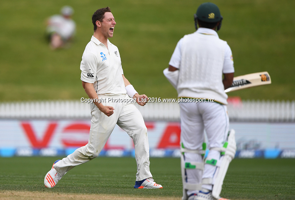 Bowler Matt Henry celebrates the wicket of Asad Shafiq.<br /> New Zealand Black Caps v Pakistan. Day 5, 2nd test match. Tuesday 29 November 2016. Seddon Park, Hamilton, New Zealand. &copy; Copyright photo: Andrew Cornaga / www.photosport.nz
